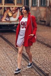 coat,coatr,red coat,top,skirt,shoes,bag