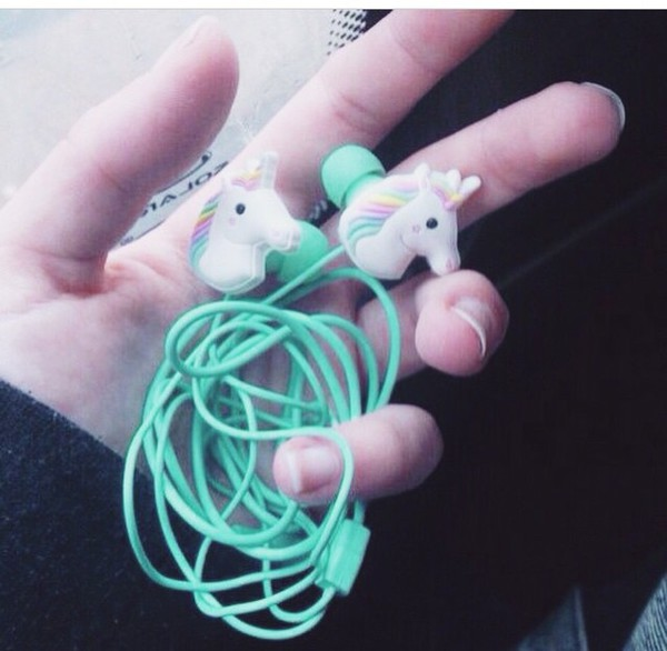 Other fashion products in the earphones category