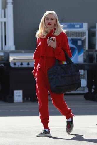 pants sweatpants sweatshirt gwen stefani sneakers streetstyle casual sweater red