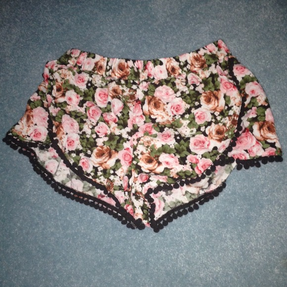 Alliemkelly floral rose pom pom shorts new