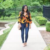 morepiecesofme,blogger,sunglasses,top,bag,jeans,shoes