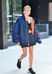 jacket,oversized,oversized jacket,hailey baldwin,model off-duty,top,casual,bomber jacket