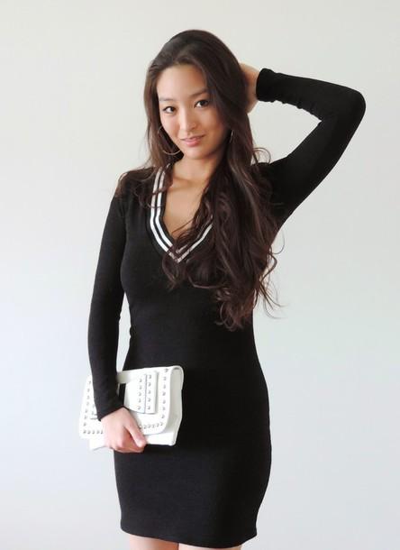 sensible stylista blogger v neck dress pouch bodycon dress long sleeve dress bag dress jewels