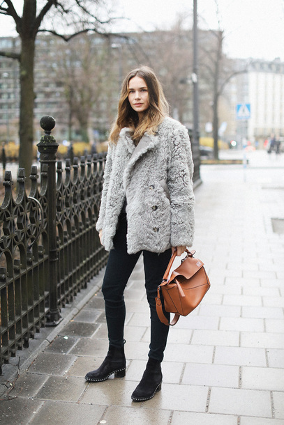 carolines mode blogger shoes coat bag pants faux fur coat fur coat black pants boots winter outfits brown bag