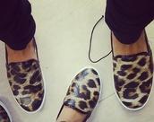 shoes,leopard print pumps