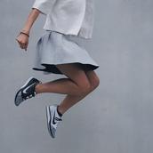 minimalist,sporty chic,skirt,grey,silver,nike,asos,nike sneakers,grey sneakers,grey skirt