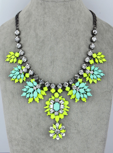 Neon Resin Flowers Necklace – Glamzelle