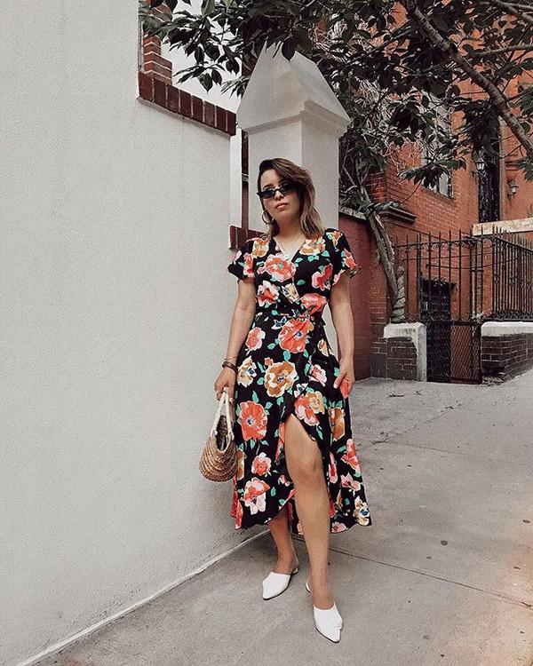 bag dress floral midi dress floral dress shoes white shoes straw bag