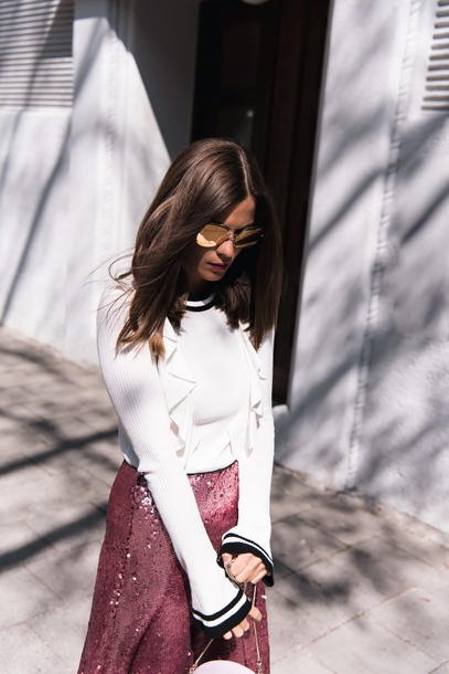 top ruffled top white top ruffle knitted top bell sleeves skirt pink skirt sequins sequin skirt sunglasses mirrored sunglasses gold sunglasses spring outfits