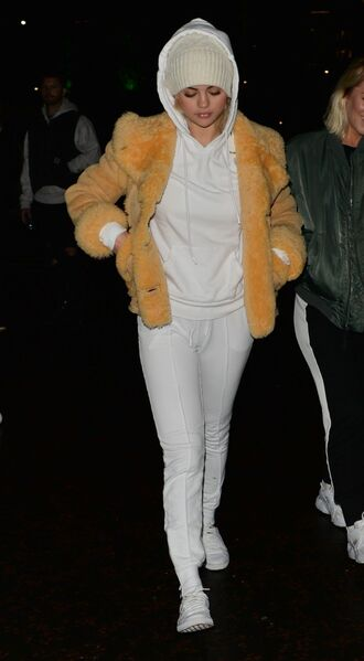 jacket sweatpants hoodie beanie selena gomez pants celebrity streetstyle