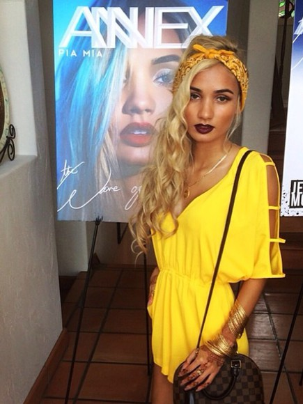 bag stud gold scarf bandana headband yellow yellow dress pia mia perez beach beach dress hipster bandana print cotton necklace bracelets gold bracelets luis vuitton make-up model style