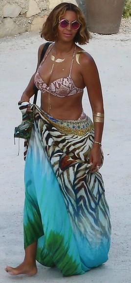 beyoncé dress summer outfits jewels sunglasses