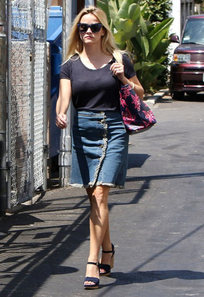 skirt denim skirt denim reese witherspoon sandals sunglasses purse streetstyle