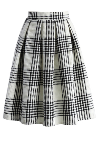 skirt waffles and plaids pleated skirt in white chicwish pleated skirt