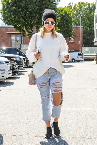 jeans ripped jeans sweater beanie sneakers streetstyle sofia richie