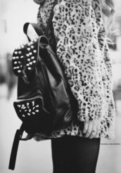 bag,black and white,streetstyle,korean style,backpack,street,clout,sweater