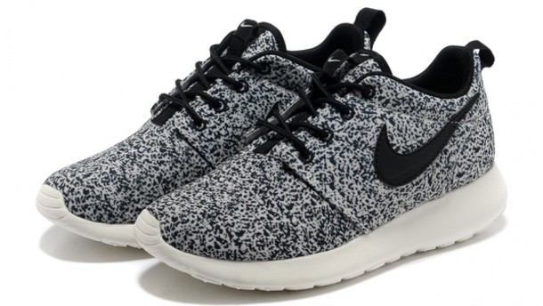 nike roshe run speckle oreo