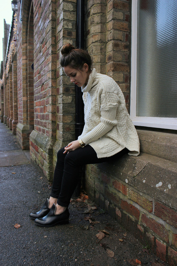the little magpie sweater jeans jacket shoes jewels