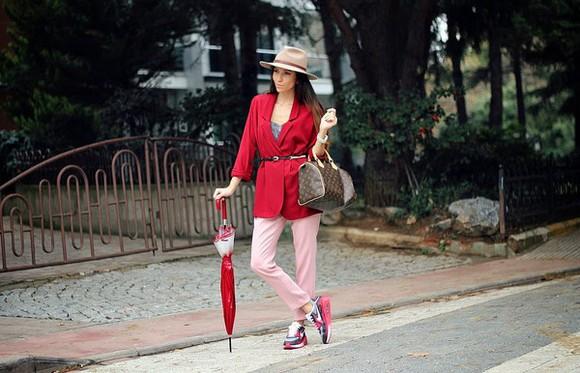 blogger sneakers bag rana demir Belt blazer pants louis vuitton umbrella