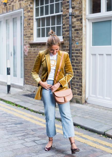 blogger t-shirt shirt jeans shoes bag fall outfits blazer shoulder bag velvet jacket mid heel pumps