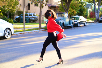 ktr style blogger sunglasses red sweater sandals