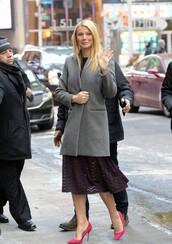 dress,pointed toe,gwyneth paltrow,pumps,shoes,manolo blahnik,grey coat,d'orsay pumps