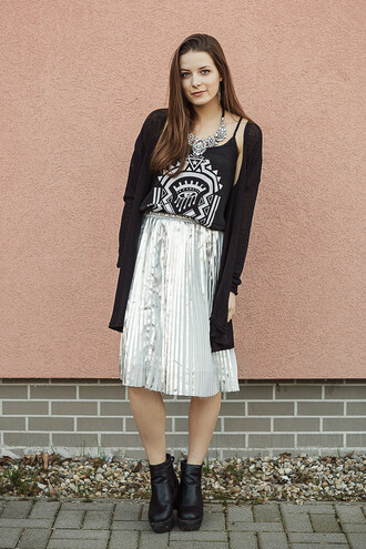 iemmafashion blogger skirt cardigan pleated skirt metallic skirt metallic black tank top