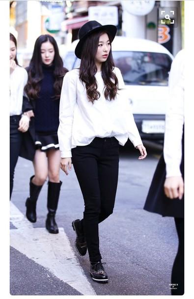 Blouse Seulgi Red Velvet Streetstyle Jeans Boots K
