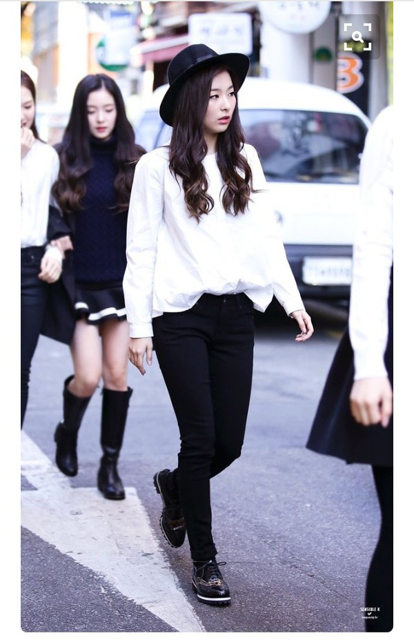 Blouse seulgi red velvet streetstyle jeans boots k pop k drama korean fashion korean Korean fashion style shoes