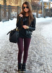 jacket,leather jacket,black,cool,fall outfits,winter outfits,shoes,bag,maroon jeans,jeans,t-shirt,jewels,leggings,jeggings