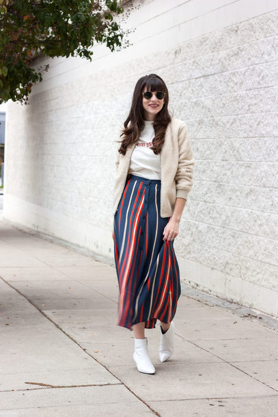 jeans and a teacup blogger t-shirt skirt shoes sunglasses