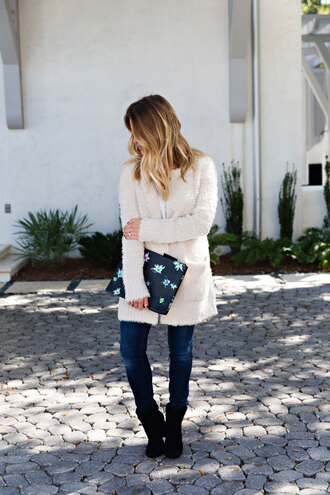 lipstickheels&ababy blogger jeans jewels bag shoes fuzzy cardigan clutch ankle boots