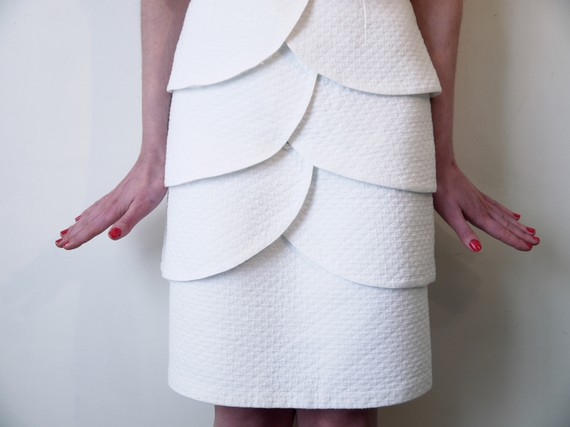 waisted white honeycomb fabric pencil skirt by MaryikaVintage