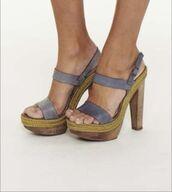 shoes,grey shoes,wood,wood heel,step,peep toe,open toes,high heels,heels,grey