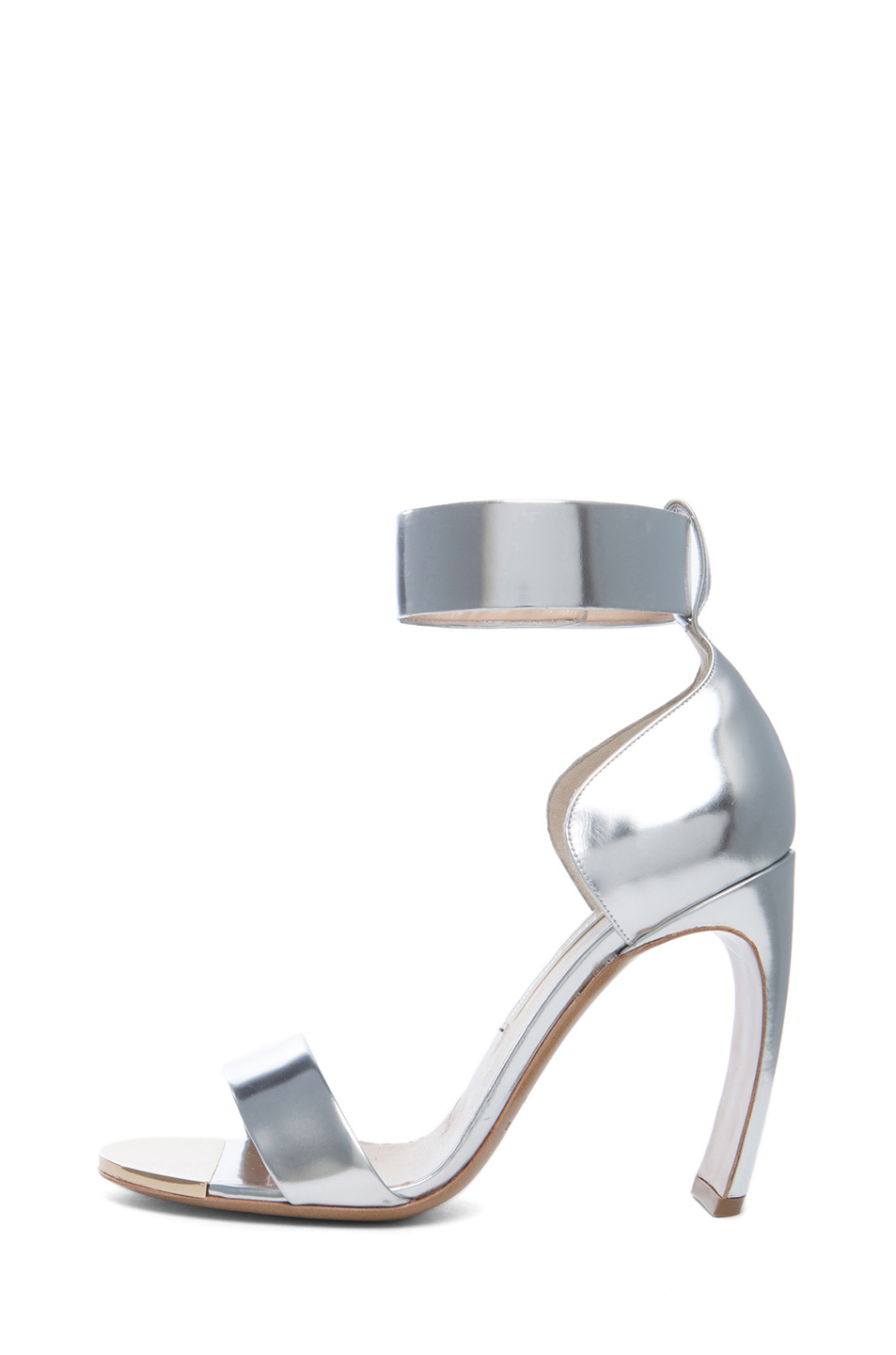 Curved heel leather sandals in silver