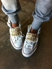 shoes,white,sneakers,studded,high top sneakers,lace up,studs,pyramid studs,gold,gold studs,chuck taylor all stars,converse,sporty,pants,rivets,customized,stud