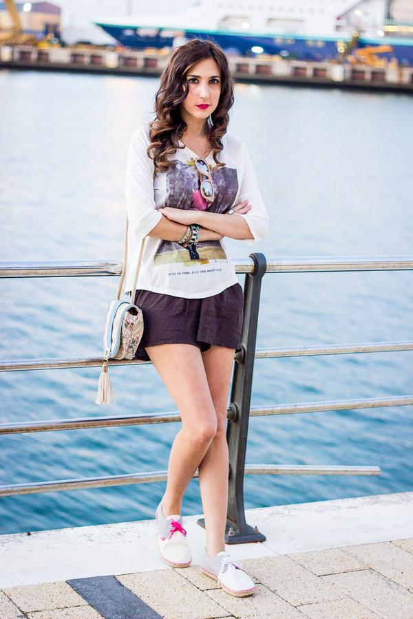 shoes and basics blogger top bag print