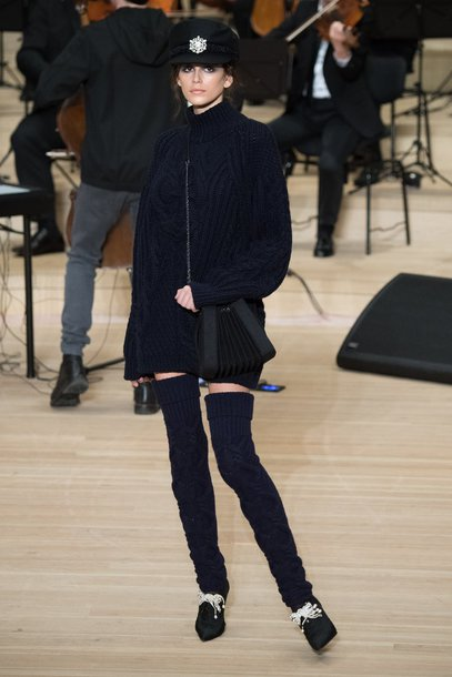 sweater winter outfits winter sweater runway model kaia gerber hat all black everything chanel