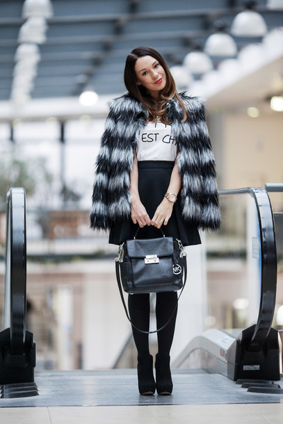 cashmere in style coat t-shirt jewels skirt bag shoes