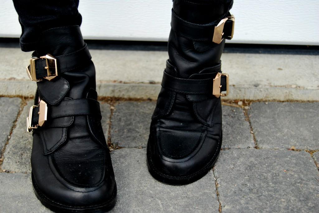 Metal buckle cut out boots