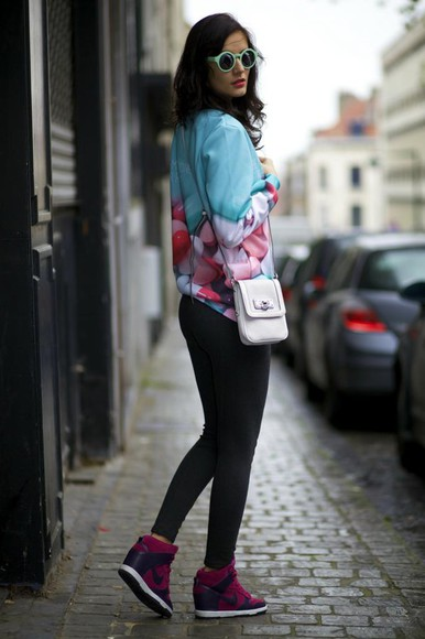 blogger print jumper bag from brussels with love sunglasses sneakers