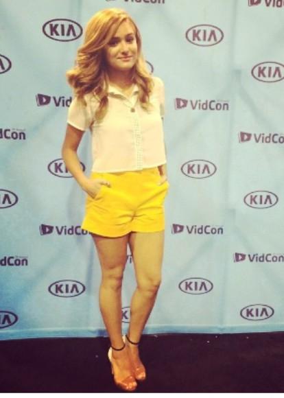 yellow shorts blouse chachigonzales whiteblouse gold high heels Chachi Gonzales high heels