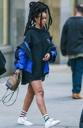 sweater,oversized sweater,oversized,hoodie,sneakers,rihanna,box braids,streetstyle,jacket,sweater dress,shoes,socks,black history month