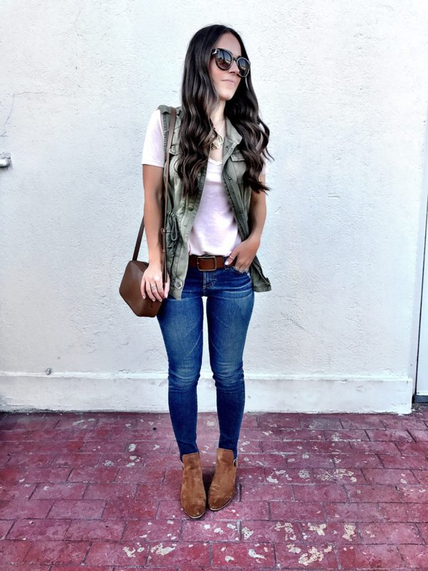 mrscasual blogger jacket t-shirt jeans shoes belt bag jewels sunglasses vest skinny jeans ankle boots blogger style crossbody bag