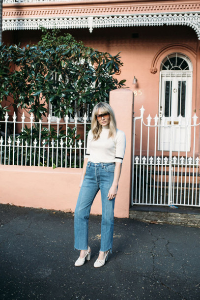 brooke testoni blogger jeans vintage levi's frayed denim turtleneck straight jeans frayed jeans white turtleneck top