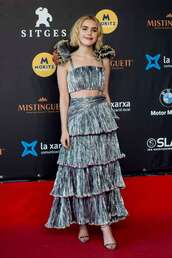 top,kiernan shipka,maxi skirt,silver,crop tops,red carpet dress