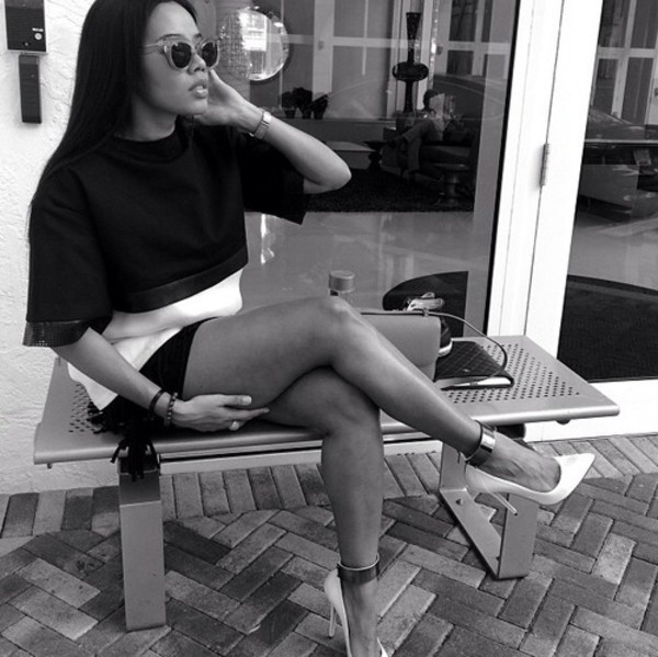shoes black and white heels stilettos sunglasses t-shirt skirt short gold plate bag purse black hair watch house instagram tumblr ring jewelry jewels