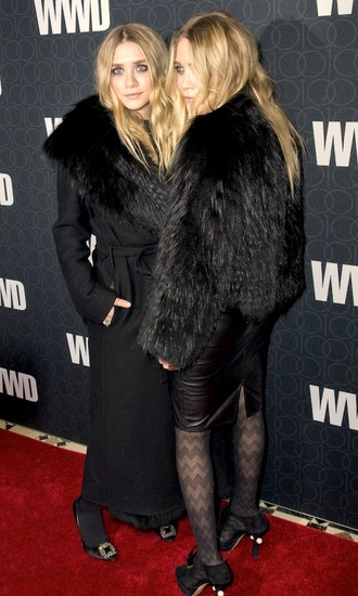 olsen sisters blogger red carpet black fur black heels black skirt long coat