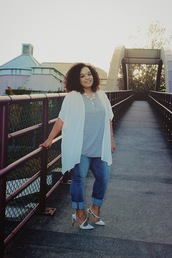 jeans,labor day,plus size,bellevue,washington,trendy,pre-fall,life according to marly,white,white high heels,grey,grey t-shirt,fashion,blogger,blogger jeans,blogger necklace,statement necklace,white cardigan,white cover up,seattle,summer outfits,plus size jeans