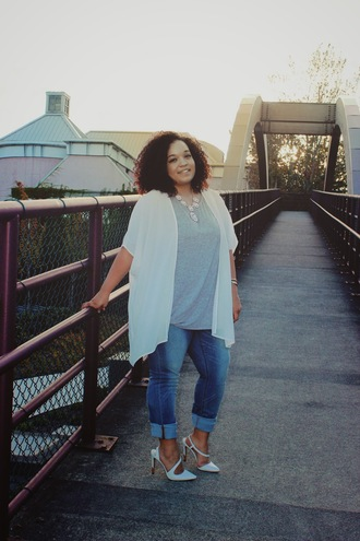 jeans labor day plus size bellevue washington trendy pre-fall life according to marly white white high heels gray gray t-shirts fashion blogger blogger jeans blogger necklace statement necklace statement necklace floral pastel white cardigan white cover up seattle summer outfits plus size jeans